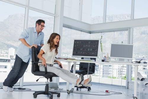 如果怕椅子亂晃,可以把椅子靠牆或是選擇不是滾輪的椅子。