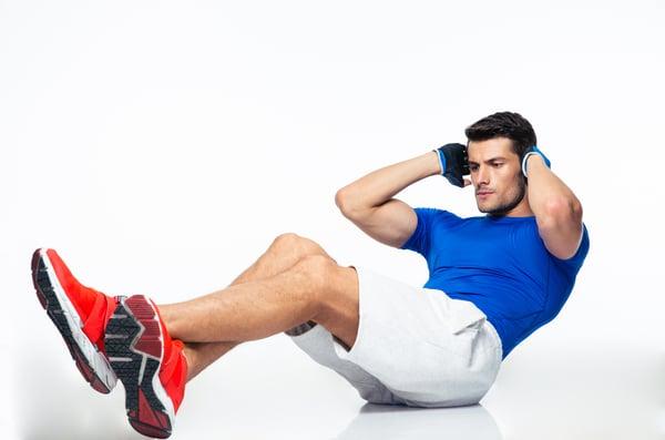 核心肌群的功能越強動作就越穩固,這時能夠驅使大肌群、四肢的發力更往上加,使人體在運動時的屈、伸、跳躍、轉體時,能做出最好的動作表現。譬如像在深蹲、舉啞鈴或棒式等等全身性的運動,都會需要核心來穩固動作。