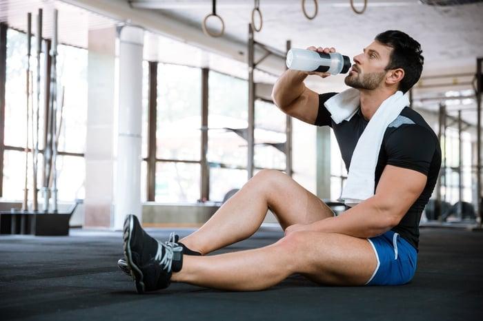 運動時不要喝氣泡水,否則會讓肚子不斷累積氣體,反而不舒服。