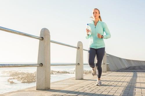 第一次路跑可能會太興奮或太心急,不小心衝過頭,導致後面的路連走都走不動!最好穩速跑,不要忽快忽慢,要有耐心,循序漸進跑才會成功。