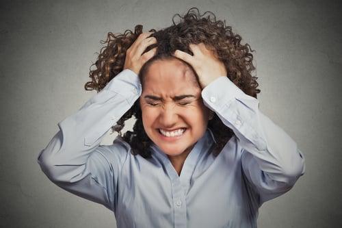 肝功能異常,氣血堆積在肝臟引發肝火旺盛,容易出現易怒、情緒異常…等情況。