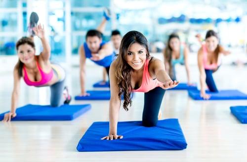 可以下班後或休假去做瑜伽、慢跑、跳繩、騎腳踏車…等有氧運動,增強心肺功能,幫助血液通暢,加速身體代謝,預防四肢冰冷的症狀
