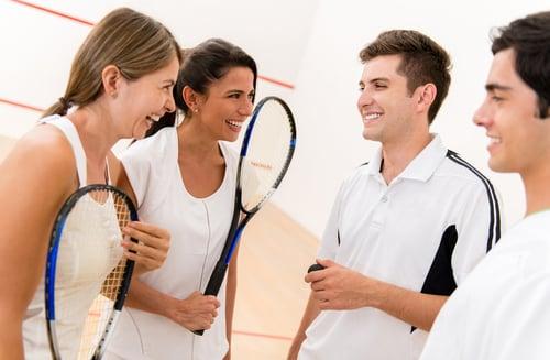 不論是獨自一個人打壁球,還是跟朋友一起,通常健身房或是國民運動中心,會有許多愛好壁球的球友也一起來打,所以可以問問其他人要不要一起比賽對打,互相切磋與交流,也變成好朋友,讓你的交友圈越來越多共同興趣的朋友,生活變得有趣、多采多姿。
