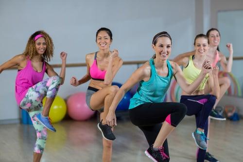 有氧舞蹈依課程型態的不同,會有不一樣的強度、舞步、訓練重點等;它們大多會包含手臂的伸展、彎曲、舞動,以及腿部的蹲跳、前後左右踏步、旋轉等內容,同時也有許多需要手腳協調、配合音樂的動作。