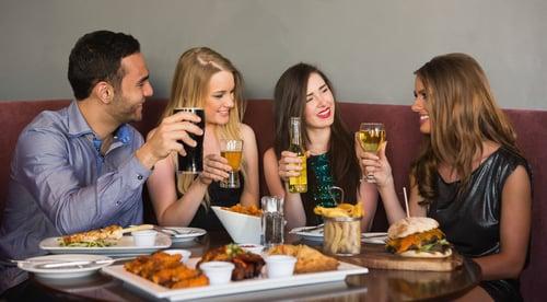 下酒菜,才是最邪惡的肥胖來源!想想喝啤酒,一定要點的小菜,像是:鹹酥雞、烤魷魚、炸薯條、炸龍珠、炸大腸…等,這些都是高油高鹽的食物,喝一口酒、配一口菜,養肥的,正是你的啤酒肚。