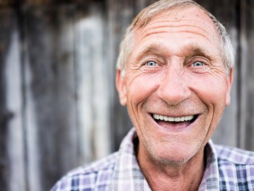 健康老化擁有一口好牙真的很重要啊!研究顯示老年人之所以胃口差,大多原因是因為牙口不好、食物難咀嚼,這也會造成營養不良的現象,因此平常做好口腔護理,刷牙、使用牙線和漱口水之外,也要定期看牙醫喔!