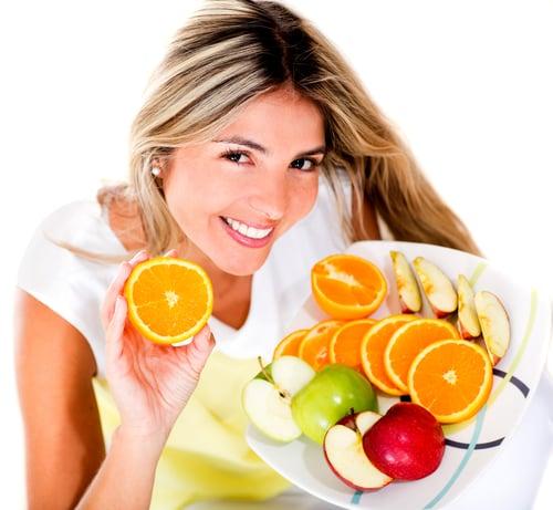 新鮮蔬菜、水果,是維他命C的最佳來源;例如:甘藍、花椰菜、青椒、紅番薯、番茄、柳丁、橘子、葡萄柚、奇異果、草莓…等蔬菜水果,都是富含維他命C,且容易購得的。