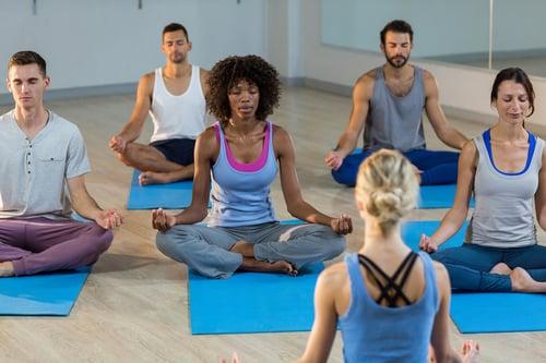 熱瑜珈已經在歐美國家風行多年,明星瑪丹娜、黛咪摩兒也用它來雕塑身材,號稱可以藉此大暴汗和排毒。不過這「熱情」的瑜珈派系,不是所有人都適合,因為它存在著3種運動風險!嘗試熱瑜珈之前也請先注意幾件事喔!