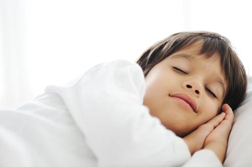 最後還是改善不了,可以尋求牙醫師的協助,找出癥結點,如果太嚴重,可以試著配戴咬合板,來幫助改善磨牙的情況,雖然戴起來卡卡的、不舒適,但至少減少磨損牙齒、減輕下顎關節的壓力,以及降低肌肉的活動力。不過最好還是靠家庭療法治療,試著讓身體放鬆,營造安靜舒適的睡眠環境。