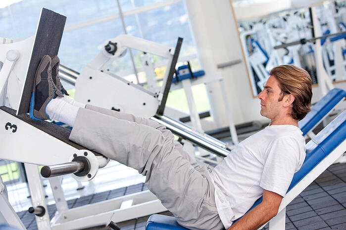 下肢的肌肉量佔了全身將近70%的比重,對於增肌為目標的人是最快也最有效率的方式。