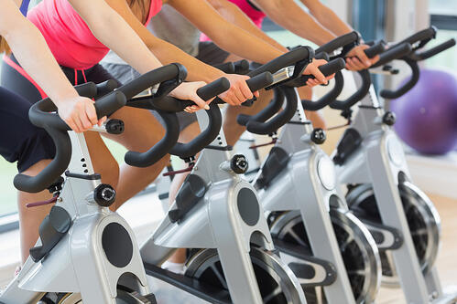 運動不僅可以消耗膽固醇,也幫助打擊肥胖,並促進心臟健康,保持規律的運動,時間越長效益越大。