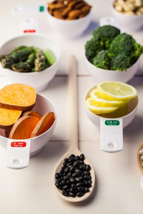 最常見的作法是煮黑豆水,既能消水腫又能減重,而且煮好後只要裝入水瓶中,就可以隨身攜帶出門