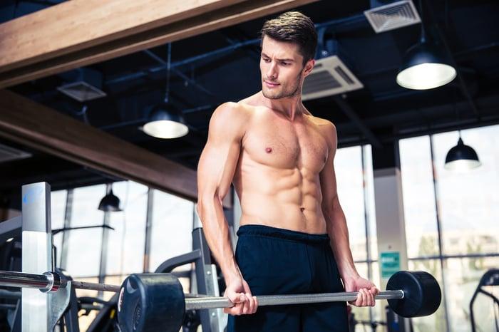 除非你強迫訓練肌肉,迫使人體適應超出先前的運動強度,那就是我們所謂的漸進式超負荷原則