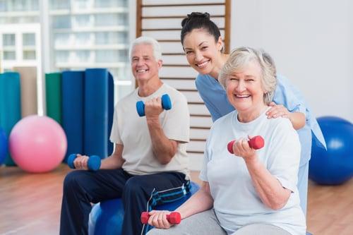 研究調查發現,銀髮族重訓,可以改善身體機能外,心理狀態也會跟著變好,會更有自信心,也減少對於跌倒的恐懼。