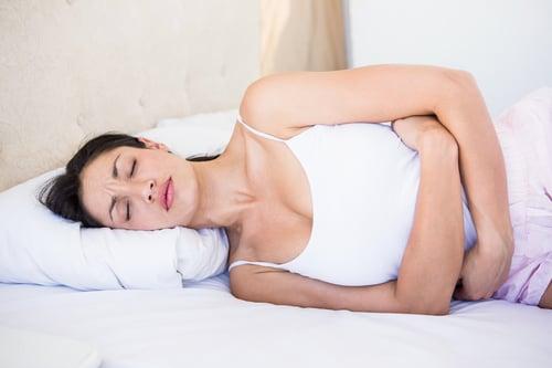 空腹喝綠豆湯容易脾胃虛寒、消化功能變差,特別是女生生理期間,能不喝則不喝,不然會讓經痛、腹痛的情況更嚴重。