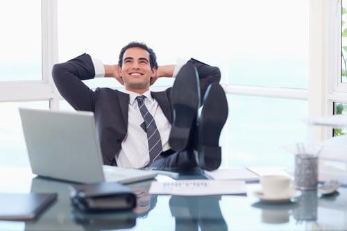上班族一定要看!辦公桌下的你,可別讓下半身閒著,快把這5件事學起來、偷偷來,一張椅子,讓你工作時間,同時瘦腰、瘦腿!