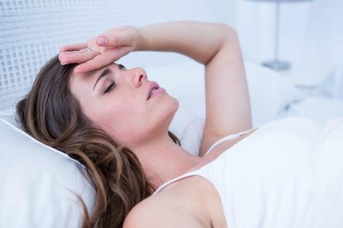 當中暑時腦部缺血時就會頭暈、臉色蒼白,甚至頭痛;而腸胃的血液不足時,則會有噁心、嘔吐…等症狀。