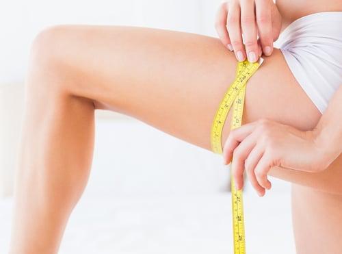 除了體重機上的數字,體態和身材比例,也是女孩們的重點!特別是有些人,明明就不矮,但看起來卻是五五身,怎麼會這樣?原來是討人厭的「假胯寬」,讓你的大腿看起來肥胖,拖垮身高比例,這種狀況,最常出現在久坐不動的OL上班族身上。