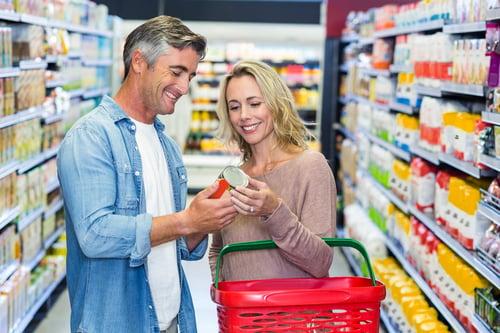 很有心想減肥成功的人,會選擇買能量棒當成止餓的點心,但熱量和糖分,都要斤斤計較、嚴格控制,購買前一定要注意外包裝的營養成分標示,「低糖、低熱量」,相對少點消耗負擔。