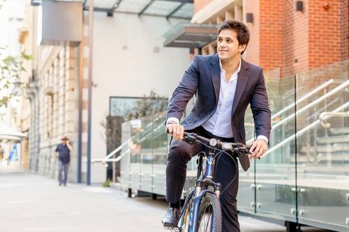騎車上下班通勤改為騎腳踏車、搭電梯進出辦公室改為走樓梯,這些習以為常的小細節,都可以改為另一種運動方式