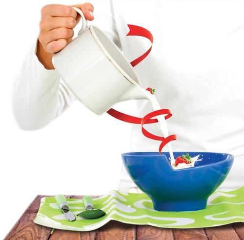 如果覺得生吃草莓太單調,不妨搭配也含有礦物質鉀的優酪乳,草莓與優酪乳一起吃,不僅酸甜美味,消水腫效果更加倍!