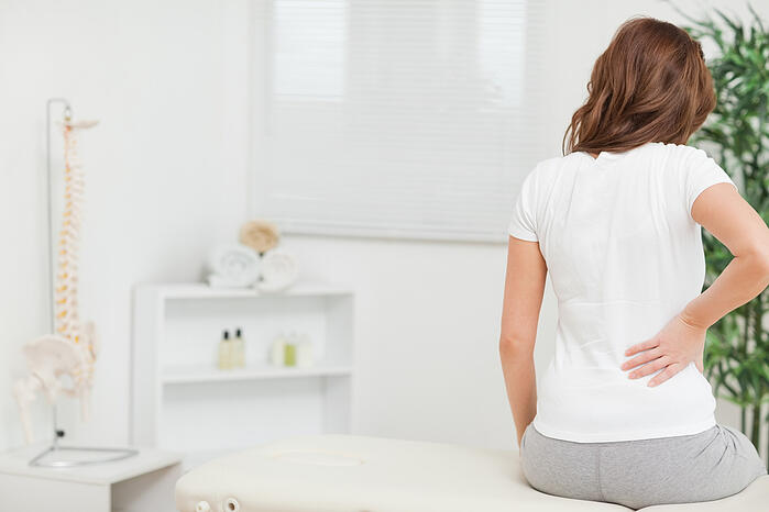 腰痛 久坐 低頭族 滑手機 滑鼠手 駝背 圓肩 腰部伸展