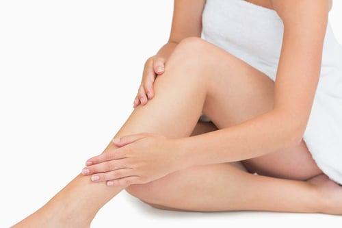 而且根據研究發現,因為小腿的皮下脂肪比較少,和全身的肌肉量有高度相關,因此小腿腿圍是容不容易罹患肌少症的重要根據之一,例如:50歲以上的男性需大於34公分、女性則不能小於32公分。