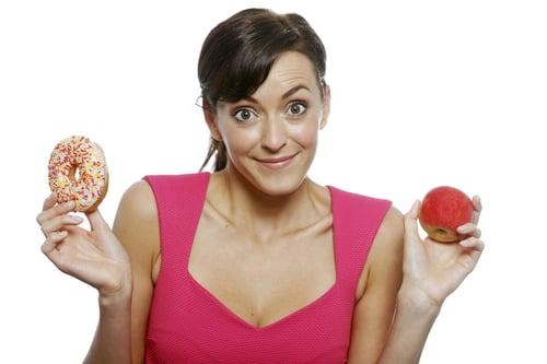 常吃垃圾食物可是會讓腦袋變笨!想要保持青春美麗、身體健康,那就得少吃高油脂、精緻類的食物,因為研究發現,吃太多精緻碳水化合物,智商會越來越低,也讓人容易情緒不穩,容易感到疲倦、易怒、注意力不好…等的現象,甚至是腦袋不靈光、記憶力變差,所以說這些垃圾食物再怎麼美味,別吃過量。