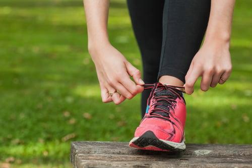 跳繩時穿上運動鞋是最基本的