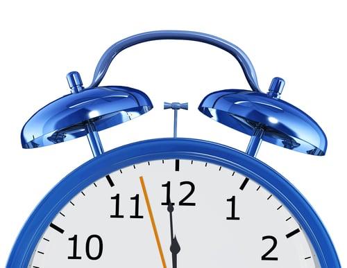 如果你是一定要有人提醒才記得要喝水的人,試試看在手機上設定「喝水鬧鐘」,每小時設一個,這樣也能避免你工作太投入而忘記休息。另外,建議鬧鐘設定為震動,不要有鈴聲,否則每小時響起,可能會影響到周圍的同事唷!