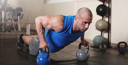 最廣為人知鍛鍊核心肌群的運動,特別是在健身訓練裡,被視為培養肌力、增加運動效果的動作