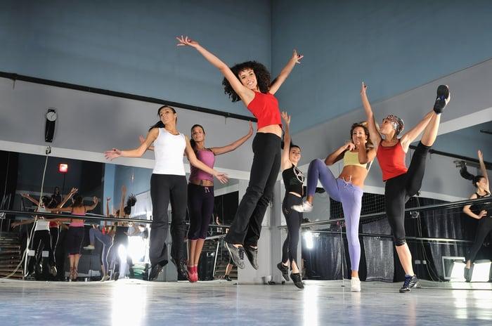 若希望選擇低衝擊的有氧舞蹈,Groove課程很適合初學者在想要熟悉有氧舞蹈領域時進行。而其他有氧舞蹈課程如肚皮舞、肌力雕塑等,也都是可以多方嘗試的選項;推薦給想要有氧健身、卻害怕枯燥乏味的人依照喜好安排,訂定一個適合自己的有氧舞蹈訓練菜單。