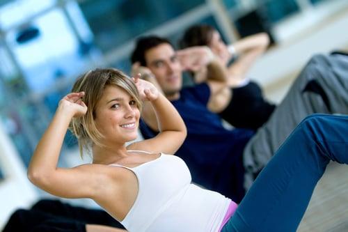 如果想瘦腰,當然不能只靠呼拉圈,可以嘗試做一些有氧運動,想是慢跑、游泳、騎腳踏車,或是在家徒手訓練做棒式、捲腹,特別是做棒式還可以多加抬手、抬腳…等變化,讓你全方位瘦身。