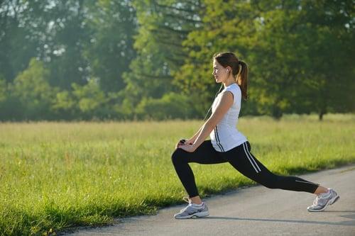 室外運動不僅僅只有路跑,也可以選擇爬山、攀岩、溯溪…等戶外運動,可以跳脫在都市圈,好好感受大自然,放鬆心境、紓解壓力,還能多曬曬太陽,補充維生素D,並且透過戶外運動,挑戰自我極限。