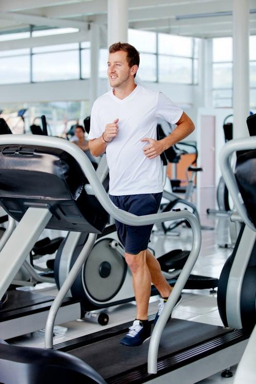 心肺訓練包含:跑步、游泳、騎自行車,或團體有氧課程,至少每個禮拜訓練3、4次,運動時間30到45分鐘,提升耐力與心率,並增加身體長時間劇烈運動後的自我恢復能力