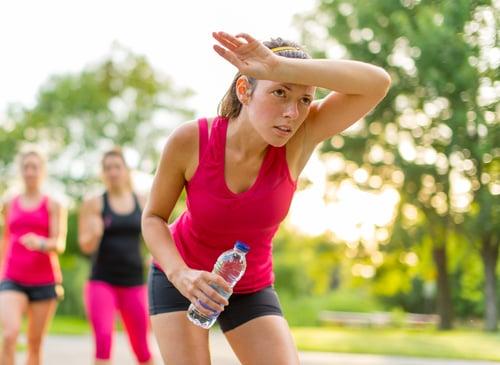 夏季天氣一年比一年熱,根據中央氣象局統計,最高溫還經常落在攝氏35度以上!大大增加了中暑機率,而且你知道嗎?熱中暑的致死率高達70%,也就是說不好好預防,或做好緊急降溫動作,很可能會熱死!