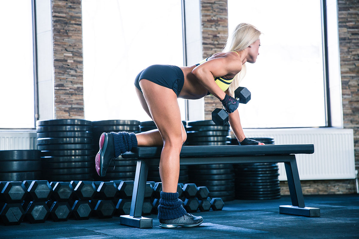 Woman-lifting-1-world-gym