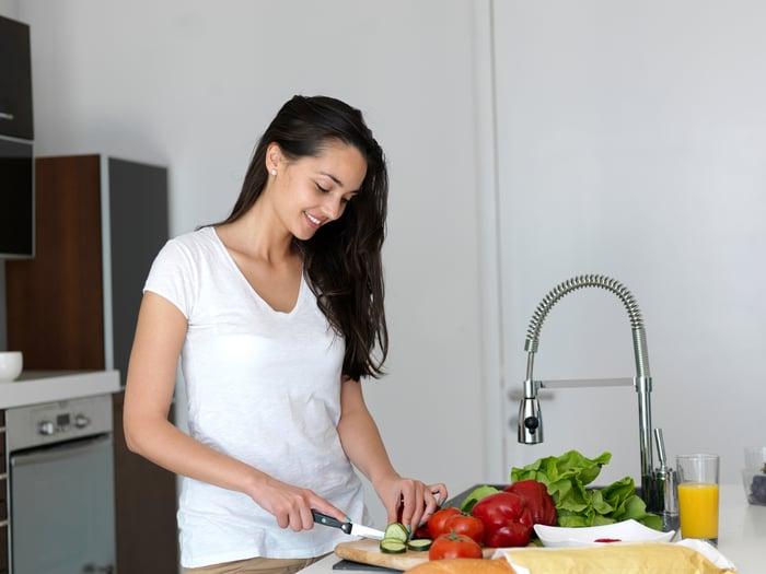 吃宵夜不發胖,掌握兩個原則「原形食物+自己煮」