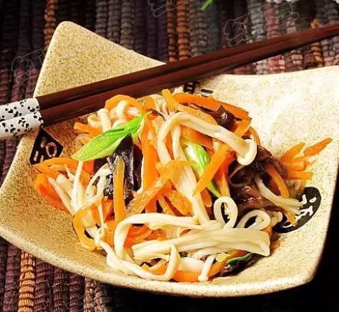 紅蘿蔔加木耳炒金針菇