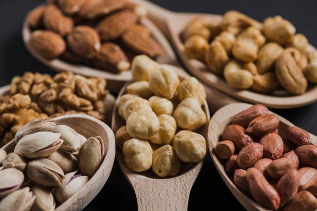 吃無調味堅果比較健康,但小心不要吃太多。