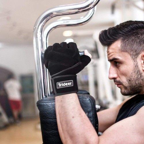 健身房裡,不少人會戴著重訓手套進行訓練,看到這一幕,難免心裡頭會冒出疑問,健身一定要戴重訓手套嗎?是真有保護作用還是造型夠潮?這會兒就要來介紹,重訓手套有哪些好處,以及如何挑選。