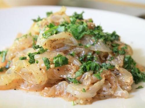 夏天涼菜「涼拌海蜇皮」,最開胃,不僅解決酷暑沒食慾,吃了還可以補充膠原蛋白、瘦身減肥。