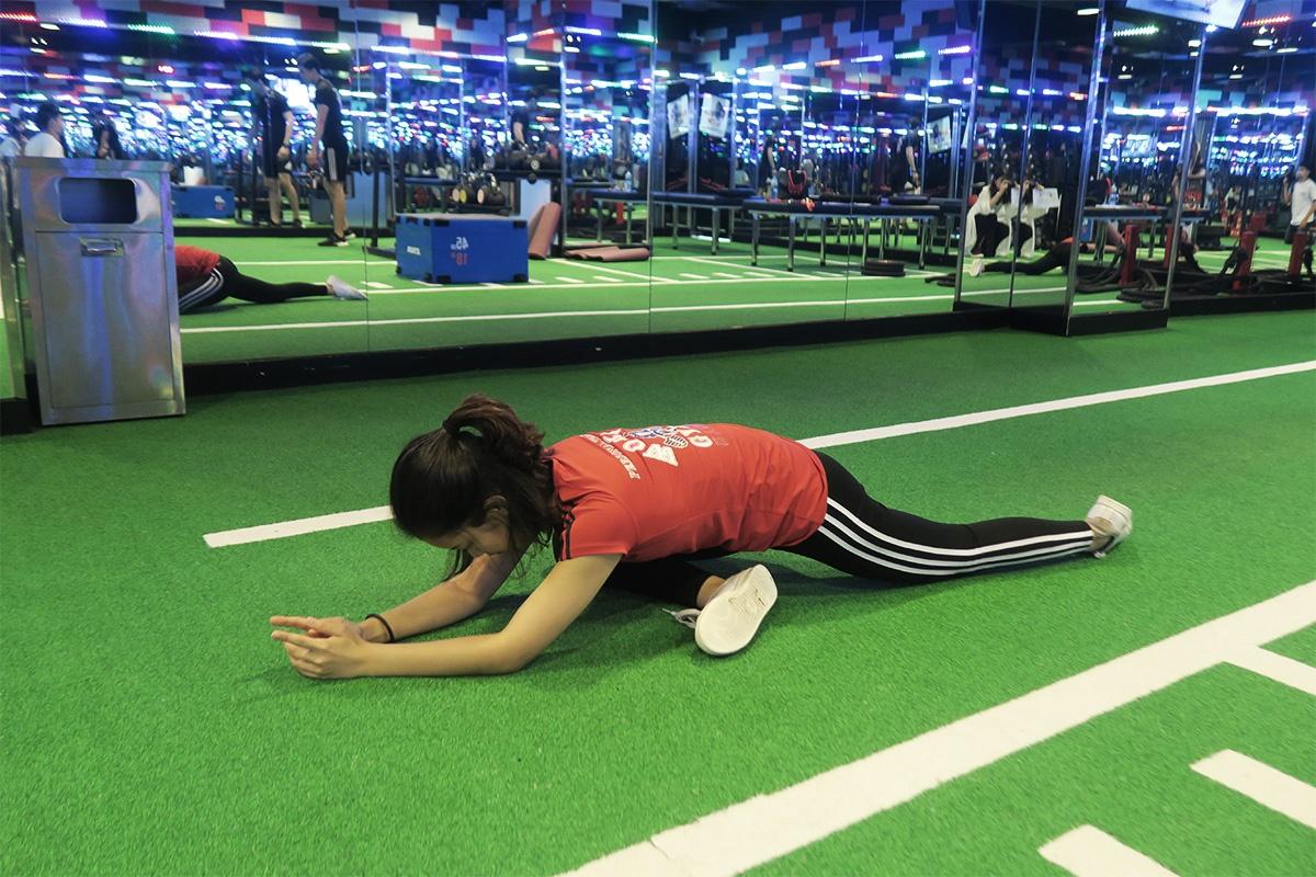 伸展臀部肌肉,瘦下半身