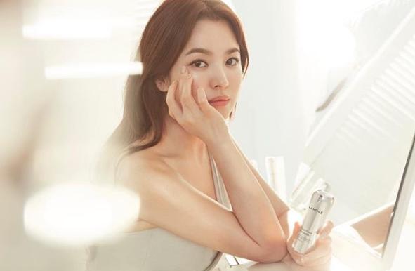 韓國女神宋慧喬,靠著晚餐只吃豆腐,瘦身有成;豆腐雖然平淡無味,但熱量低、又有飽足感,有助於體重控制