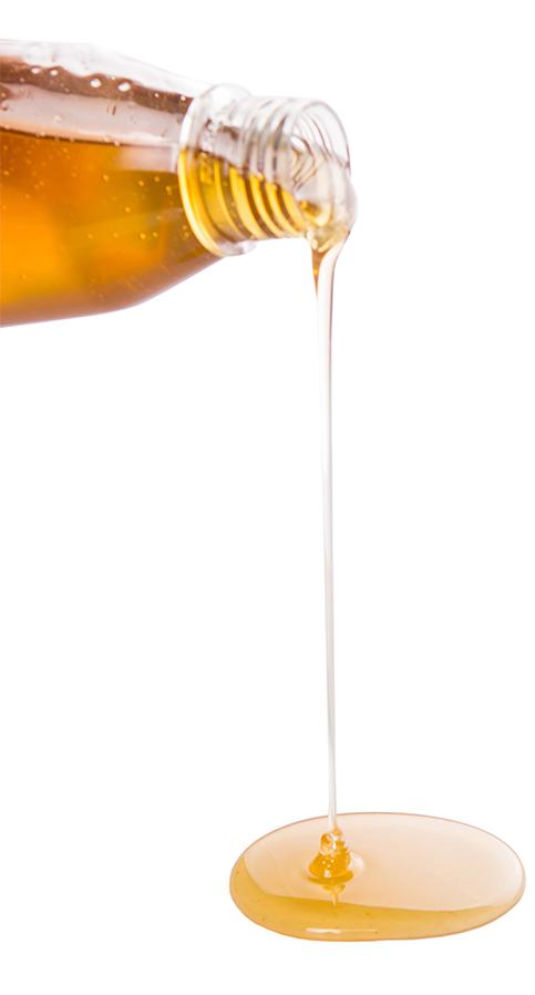 而糖分的來源也必須留意,能量棒外包裝的營養成分上面,如果寫的是甘蔗轉化糖漿(cane invert syrup)或糙米糖漿(brown rice syrup),這2種的糖比一般的糖含量還要來的高,比較適合長時間運動或是專業運動員,一般運動族群或正在減肥的人,不適合也不推薦。還有有些廠商想降低能量棒的糖分,因此添加糖醇(sugar alcohols),包括:麥芽糖醇(maltitol)和赤藻糖醇(erythritol),雖然糖醇的熱量比蔗糖低,但有些人對糖醇過敏,吃太多容易腹瀉、痙攣、腸胃不適。