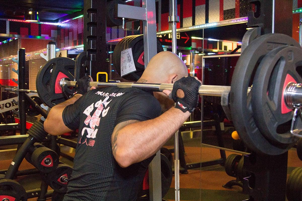 World Gym健身房槓鈴器材