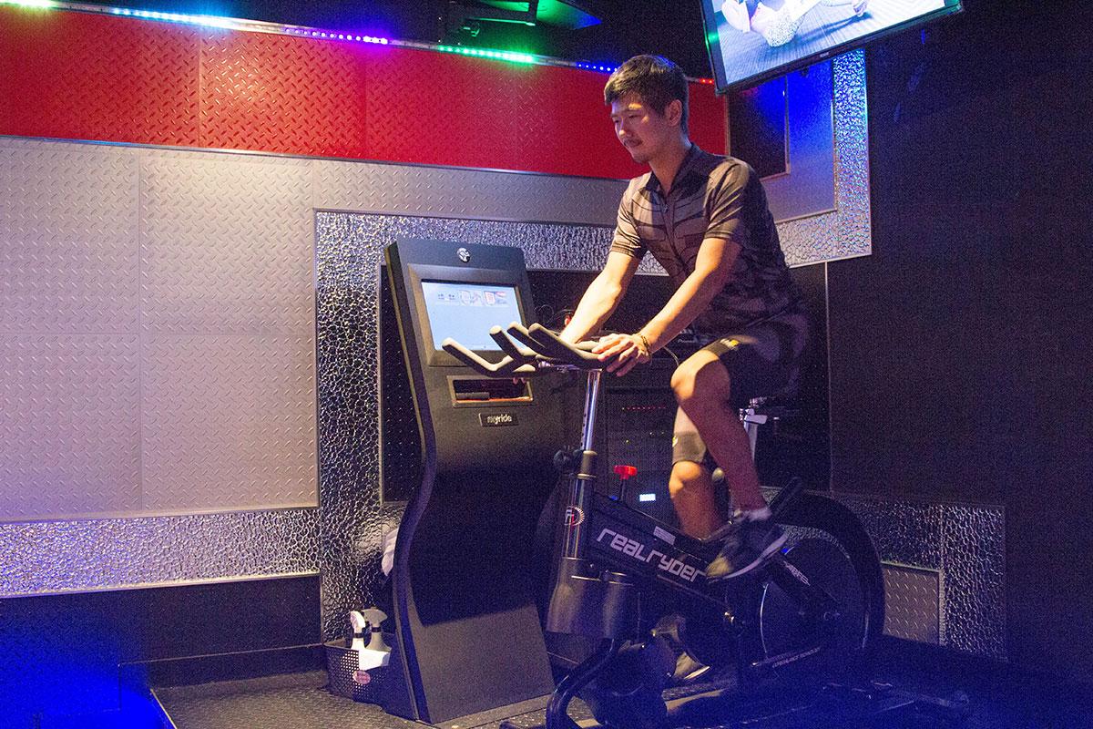 World Gym健身房飛輪器材