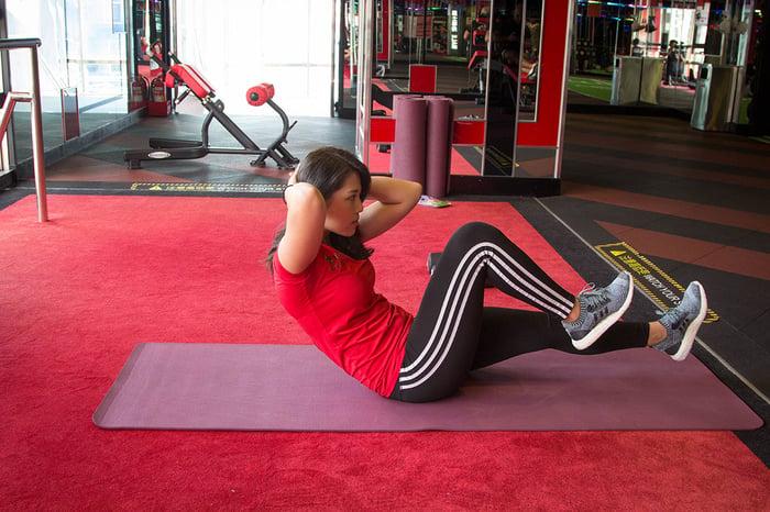 仰臥伸腿 練腹肌 腹肌訓練