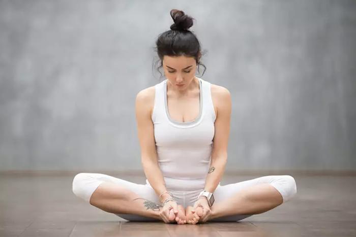 比瑜珈更放鬆!3個陰瑜珈入門動作 幫你疏通筋膜、改善緊繃