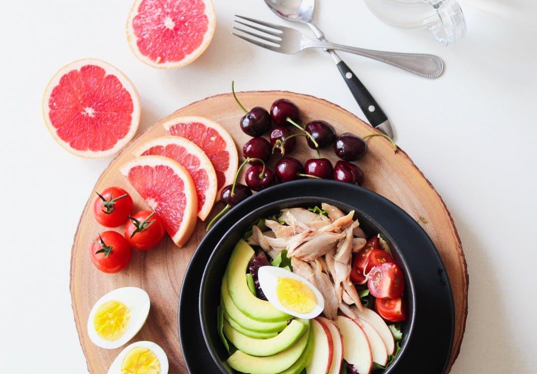 水煮餐,固然是低熱量、少油膩、上班族的好選擇,但重點是別天天吃水煮餐,並且除了蔬菜、肉類、澱粉、水果,還要配上一點油脂才健康!以下就分享減肥懶人包,給喜歡自己DIY準備便當的人。